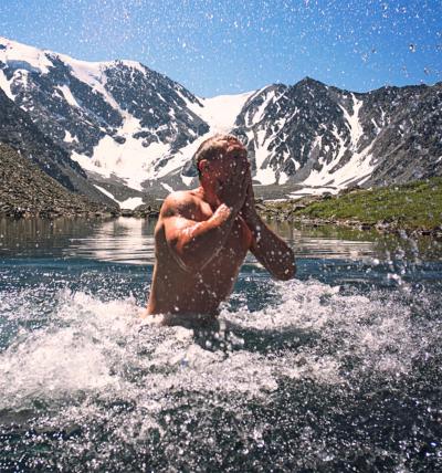 """6 Gründe, warum du auch mal ins kalte Wasser """"springen"""" solltest"""
